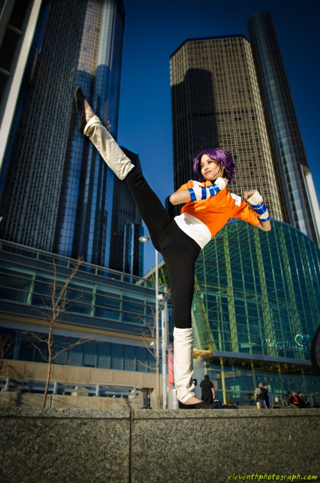 Yoruichi Cosplay High Kick by the mirror melts