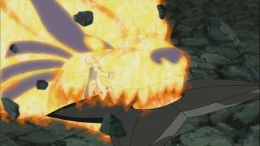 Naruto stops large Kunai