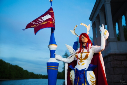 Cosplay Monday: Erza Scarlet Farewell Armor