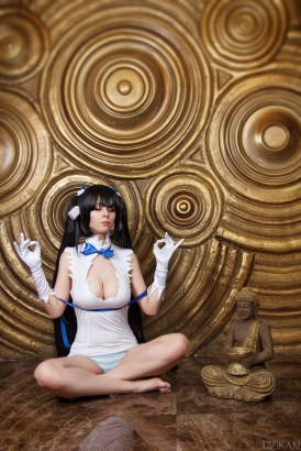 Hestia Medidates Cosplay By Disharmonica