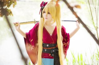 naruto-uzumaki-cosplay-sword-by-himeogi