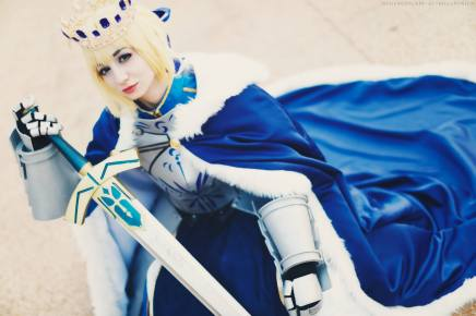 Cosplay: Saber Pendragon (Fate/Grand Order)